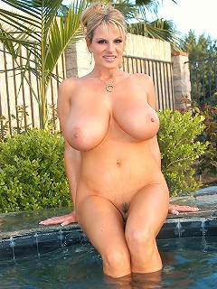 Kelly was in the jacuzzi and found a floating cock to fuck her.